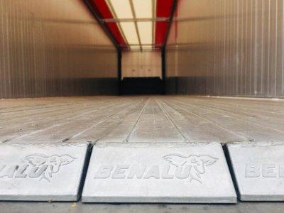 Aliuminė puspriekabė su slankiojančiomis grindimis